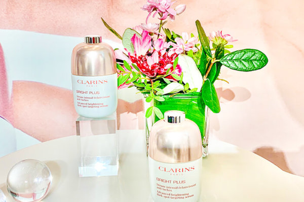 クラランスの最新薬用美白美容液「ブライトプラスブライトニングセラム」効果口コミ